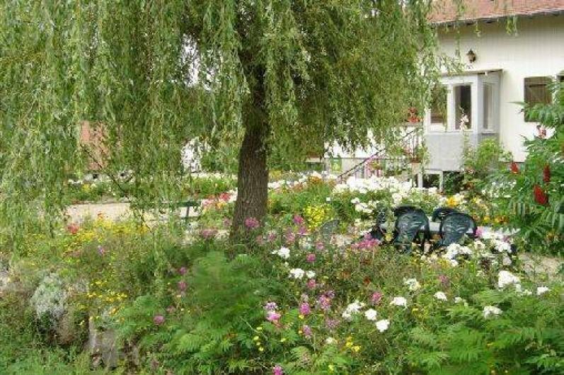 Location de vacances - Maison - Villa à Ban-sur-Meurthe-Clefcy - Entée fleurie