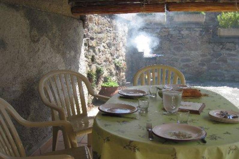 Location de vacances - Maison - Villa à Arrien-en-Bethmale - La terrasse couverte.