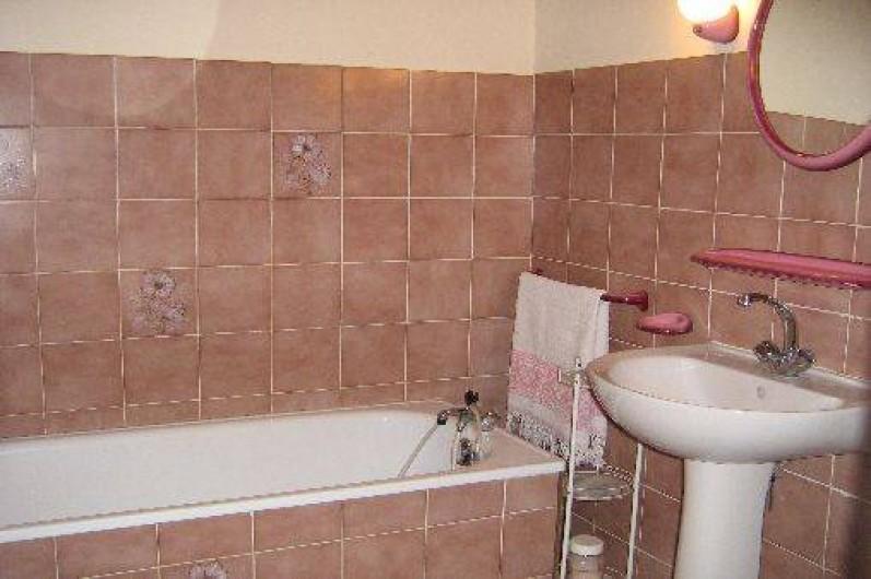 Location de vacances - Maison - Villa à Arrien-en-Bethmale - La salle de bain.