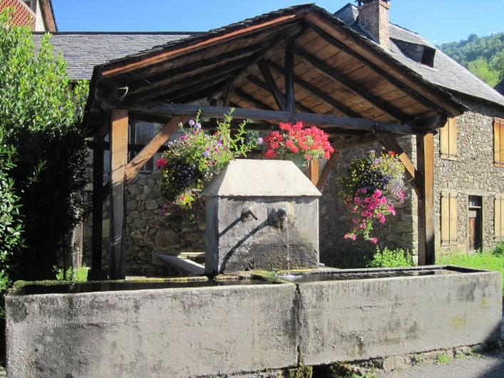 Location de vacances - Maison - Villa à Arrien-en-Bethmale - Le lavoir du village.
