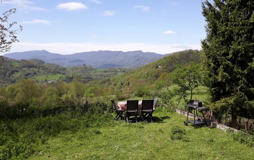Location de vacances - Maison - Villa à Arrien-en-Bethmale - Déjeuner avec vue.