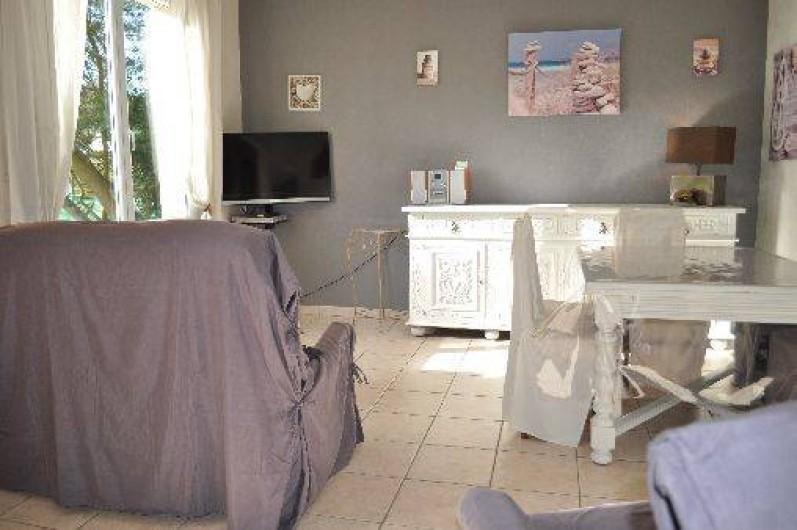 Location de vacances - Gîte à Penvénan - Salon/salle à manger vu de la cuisine