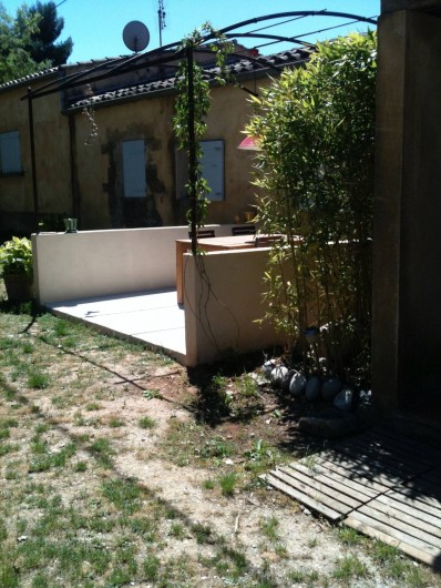 Location de vacances - Appartement à Jouques - Pergola et salle à manger d'extérieur