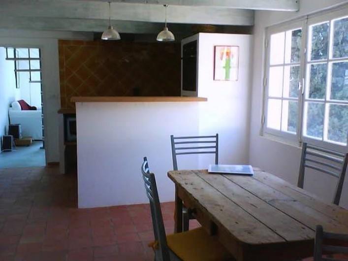 Location de vacances - Appartement à Jouques - salle à manger intérieure et coin cuisine au fond