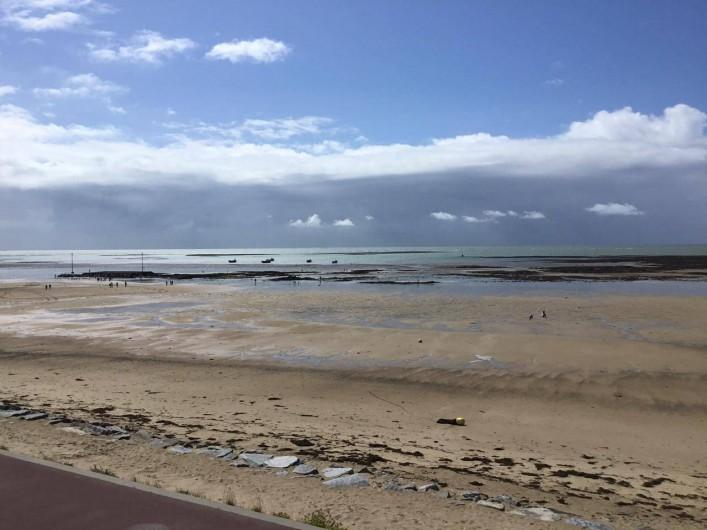 Location de vacances - Appartement à Pirou - marée basse vue de la maison