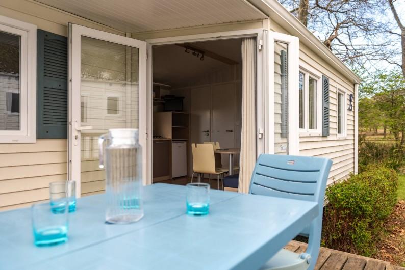 Location de vacances - Camping à Clohars-Carnoët - Mobil Home terrasse semi couverte