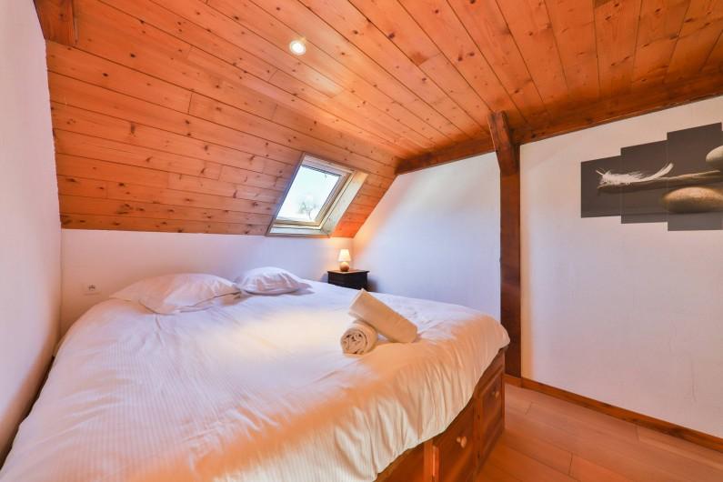 Location de vacances - Gîte à Sondernach - Chambre 1 avec lit double au 1er étage