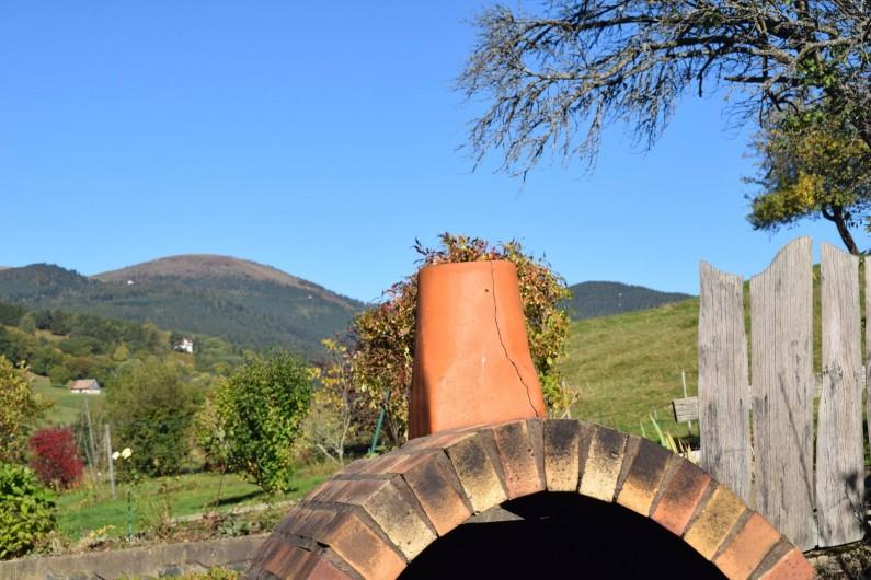 Location de vacances - Gîte à Sondernach - Derrière le BBq, vue sur le Pt Hohneck