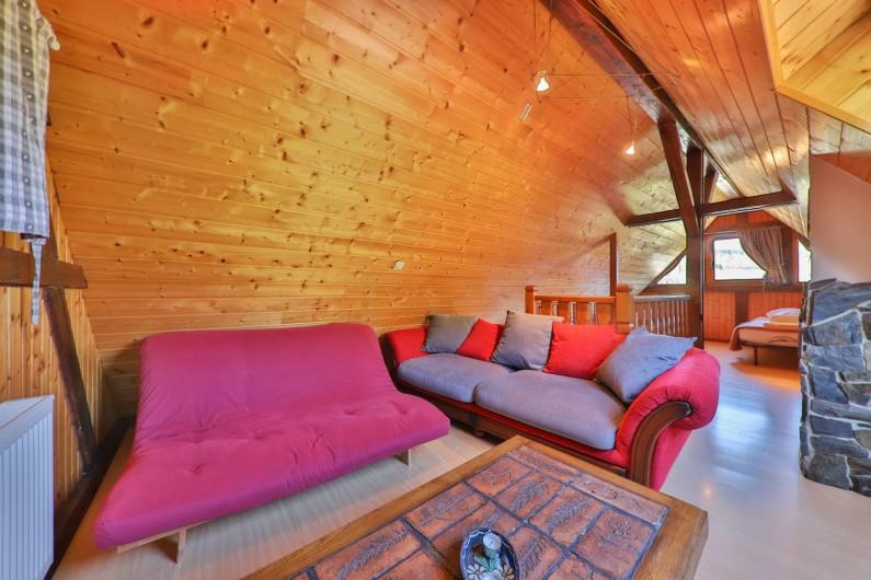 Location de vacances - Gîte à Sondernach - Coin salon en duplex avec matelas futon et canapé