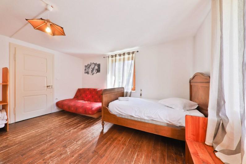 Location de vacances - Gîte à Sondernach - La chambre 3 avec 2 lits simples et un canapé-lit