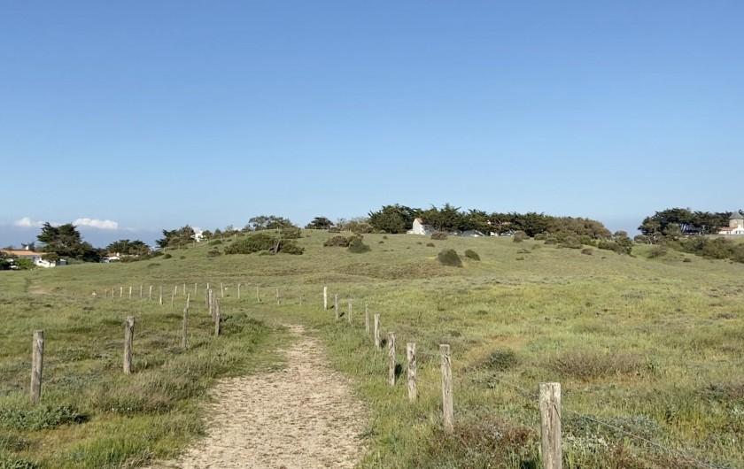 Location de vacances - Villa à Barbâtre - Accès à la plage par la dune