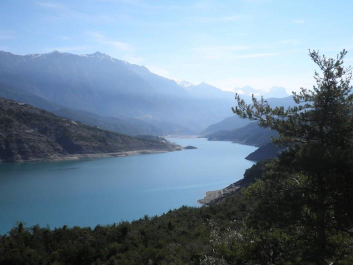 Location de vacances - Chalet à La Bréole - Le lac de Serre-Ponçon à 3 min du camping en voiture