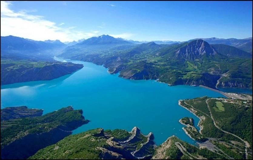 Location de vacances - Chalet à La Bréole - Le lac de Serre-Ponçon dans son ensemble