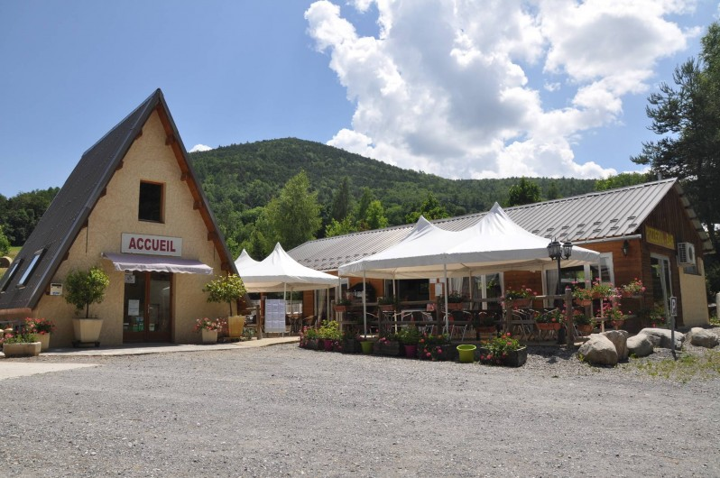 Location de vacances - Chalet à La Bréole - Accueil et pizzeria