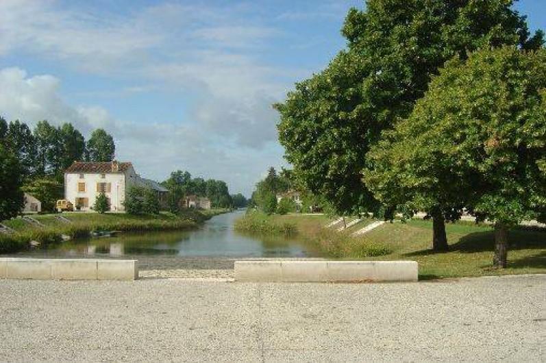 Location de vacances - Gîte à Bouillé-Courdault - Le canal de Courdault