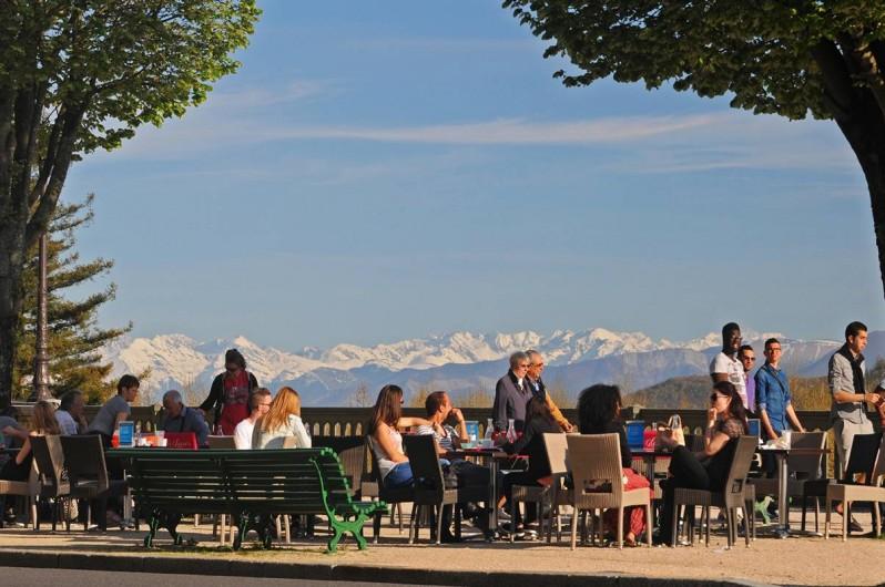 Location de vacances - Chambre d'hôtes à Monein - Pau boulevard des Pyrénées
