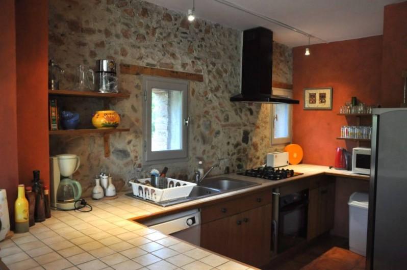 Location de vacances - Chambre d'hôtes à Camélas - Cuisine équipée Gite