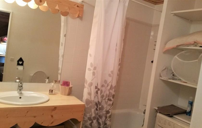 Location de vacances - Appartement à Station de Risoul 1850 - Salle de bains attenante à la chambre du Lynx
