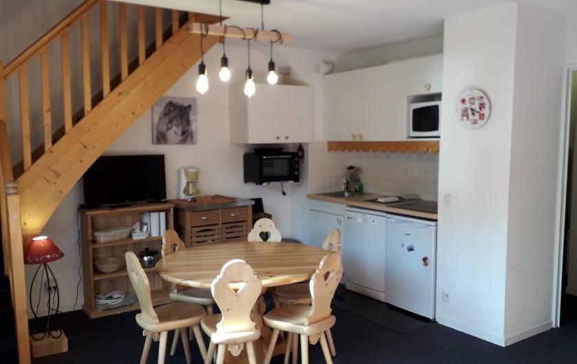 Location de vacances - Appartement à Station de Risoul 1850 - Salle à manger coin cuisine