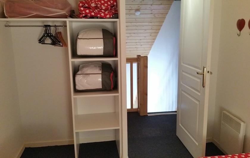 Location de vacances - Appartement à Station de Risoul 1850 - Petite chambre du Renard  penderie