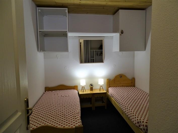 Location de vacances - Appartement à Station de Risoul 1850 - Petite chambre du Renard rangements