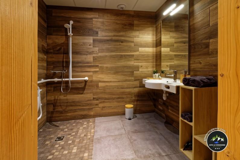 Location de vacances - Gîte à Sapois - Salle de bain PMR personne à mobilité réduite