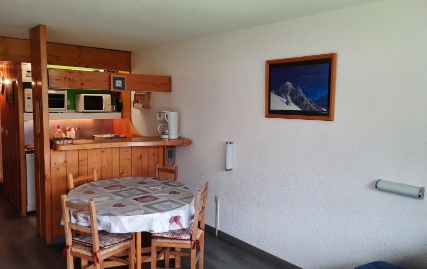 Location de vacances - Appartement à Arc 1800 - CUISINE BAR A L' AMERICAINE SALLE A MANGER