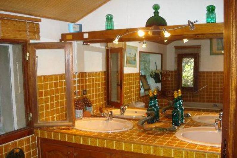 Location de vacances - Villa à Erbalunga - Salle de bain