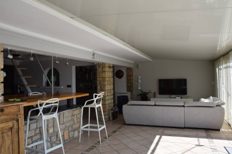 Location de vacances - Villa à Antibes - entrée sur le coin bar at salon télévision
