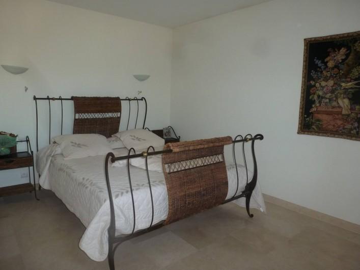 Location de vacances - Villa à Mougins - CHAMBRE ETAGE AVEC LIT EN 160
