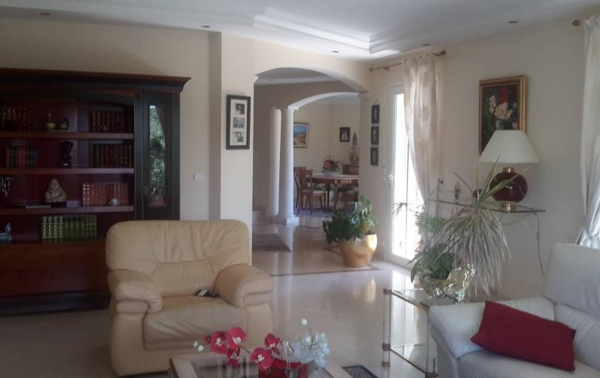 Location de vacances - Villa à Mougins - REZ DE JARDIN DANS VILLA