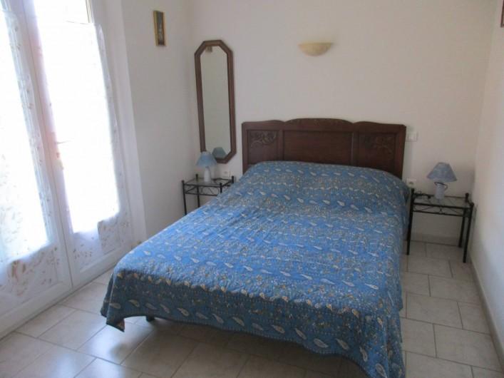 Location de vacances - Gîte à Saint-Romain-en-Viennois - Chambre Rez-de-chaussée  donnant sur la terrasse du Gite 2