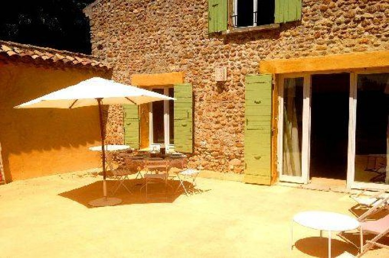 Location de vacances - Mas à Valréas - La terrasse à côté de la cuisine