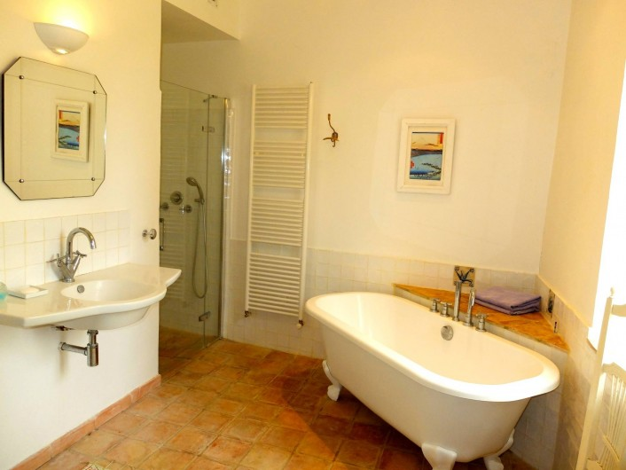 Location de vacances - Mas à Valréas - La salle de bain pour la chambre principale