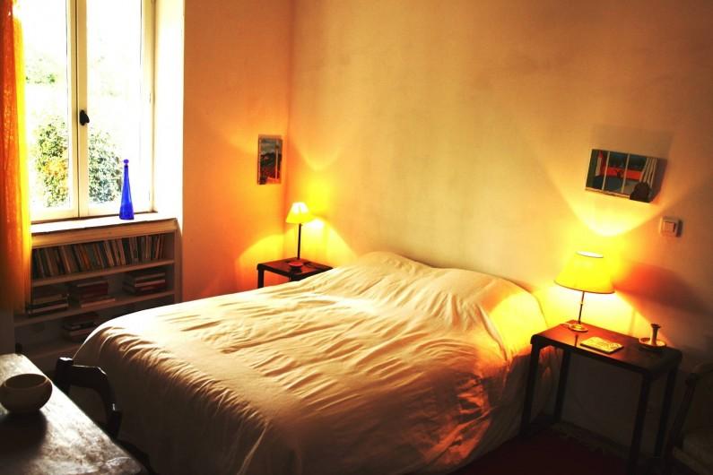 Location de vacances - Mas à Valréas - Une chambre avec un lit double