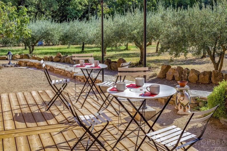 Location de vacances - Villa à Saint-Michel-d'Euzet - Terrasse extérieure sous pergola