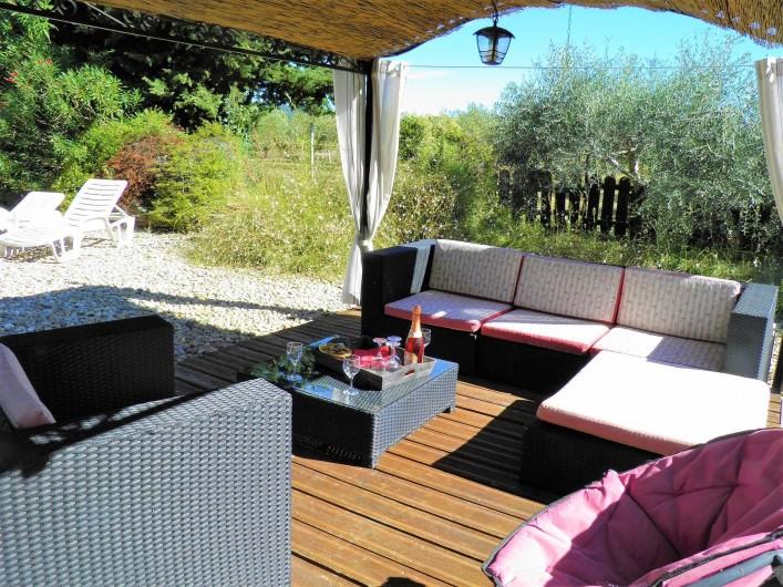 Location de vacances - Villa à Saint-Michel-d'Euzet - Salon de piscine