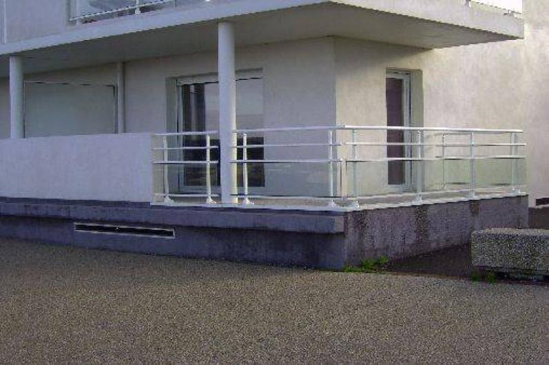 Location de vacances - Appartement à La Barre-de-Monts - Terrasse faisant l'angle de la résidence