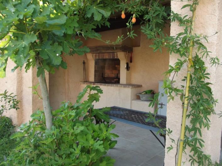 Location de vacances - Villa à Salernes - Barbecue couvert
