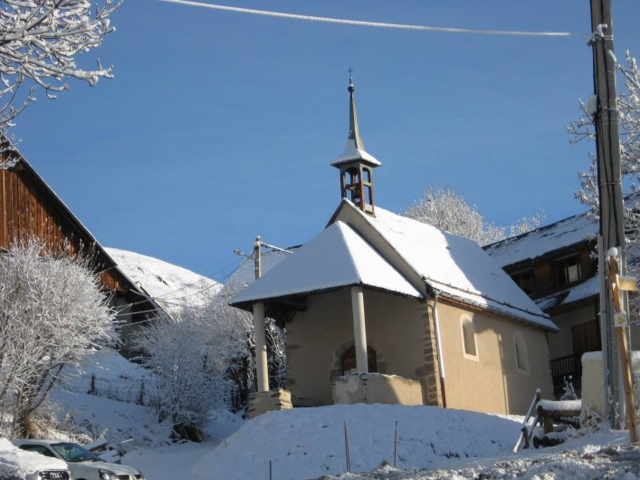 Location de vacances - Chalet à Saint-Jean-d'Arves - La chapelle du village de La Chal