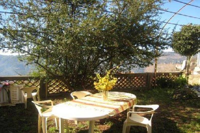 Location de vacances - Maison - Villa à Berre-les-Alpes - Table dans le jardin