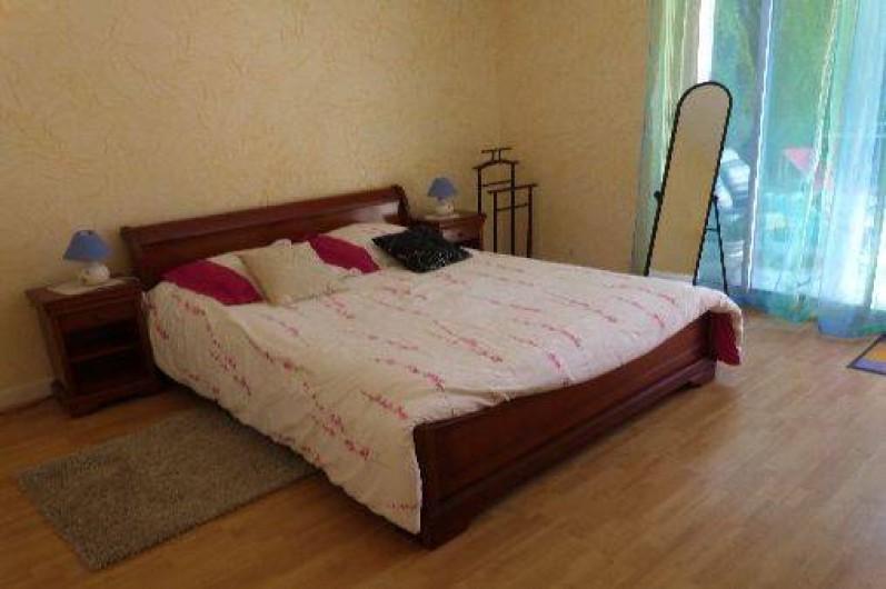 Location de vacances - Maison - Villa à Névez - chambre s'ouvrant sur la terrasse