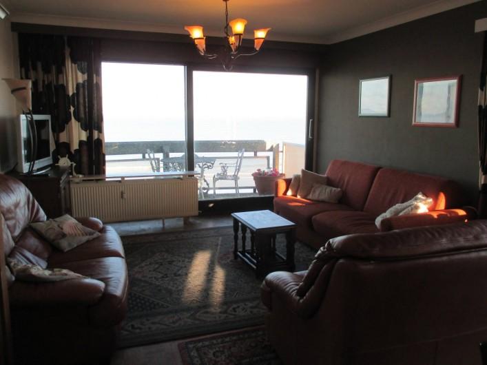 Location de vacances - Appartement à Ostende - Séjour (remis à neuf) avec nouveaux fauteuils et divan-lit (lit sur pieds !)