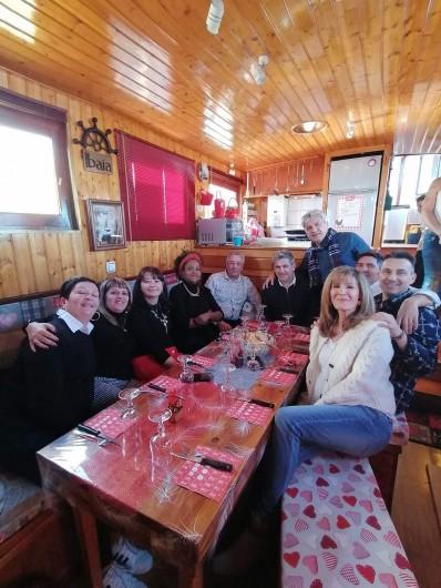 Location de vacances - Péniche à Frontignan - PETIT REPAS DE FAMILLE POUR FÊTE L'ANNIVERSAIRE   DURANT LA BALADE
