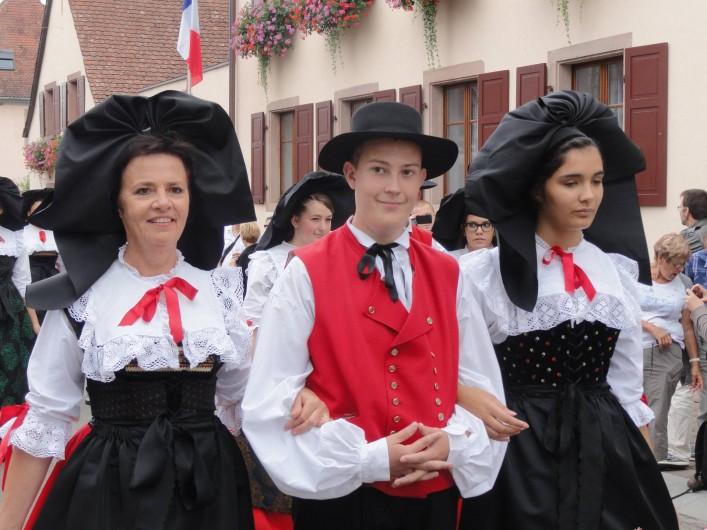 Location de vacances - Gîte à Muttersholtz - costumes alsacien