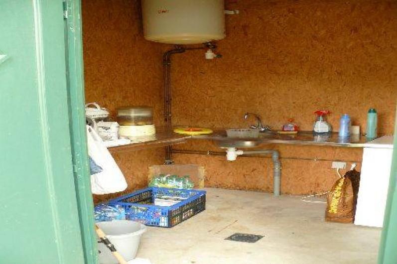 Location de vacances - Chalet à Villiers-Charlemagne - Local privatif camping - côté cuisine