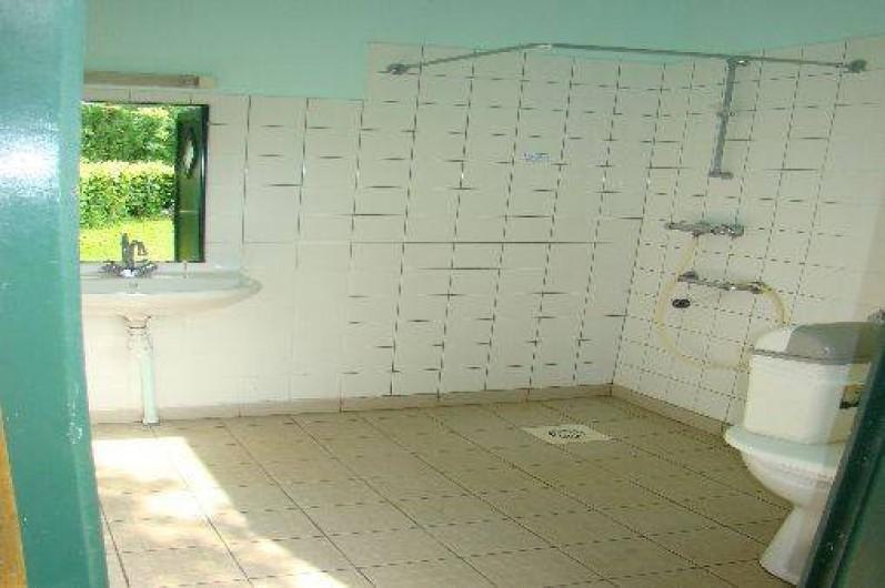 Location de vacances - Chalet à Villiers-Charlemagne - Local privatif camping - côté sanitaire