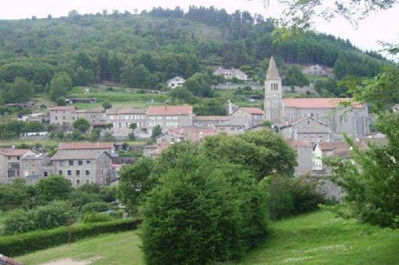 Location de vacances - Gîte à Rochepaule - vue sur le village