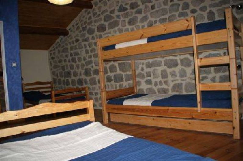 Location de vacances - Gîte à Rochepaule - chambre avec 4 lits de 901