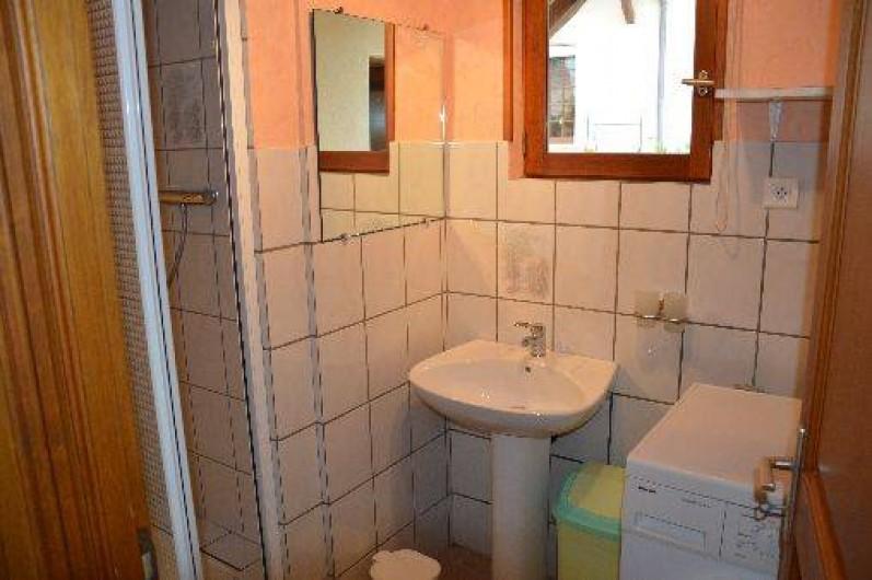 Location de vacances - Gîte à Ladoix-Serrigny - salle de bain  douche